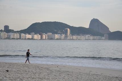 Jalan di Pantai Copacobana