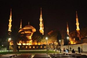 Blue Mosque saat malam
