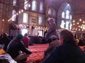 Suasana di saat Jumatan di dalam Blue Mosque