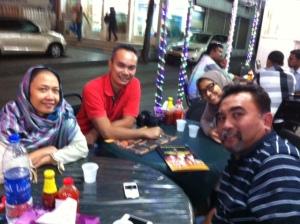 Makan-makan bersama Mas Reddy dan Mbak Yanti di Muscat, Oman