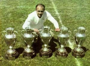 Alfredo Di Stefano dari Real Madrid dengan 5 Piala Liga Eropa