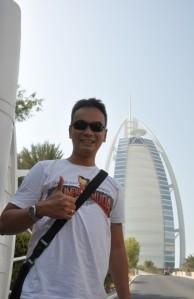 Di depan Hotel bintang 7 Burj Al Arab