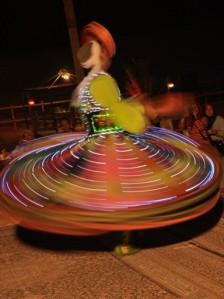 Tarian Muter2 dengan kain (Tanoura Dance)