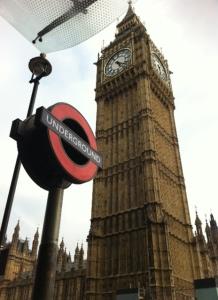 Big Ben dari stasiun underground