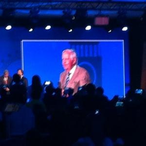 Pendiri Oriflame, Mr. Jonas af Jochnick menyampaikan sambutan di hadapan 1,500 peserta Gold Conference
